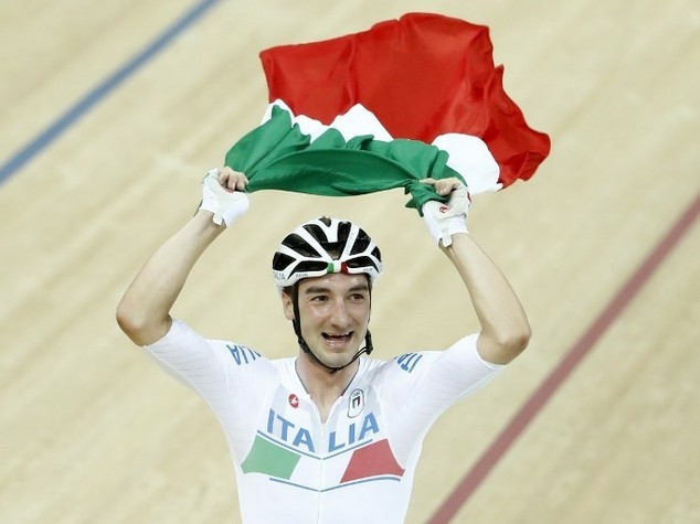 Ciclismo, Elia Viviani trionfa. Batte Cavendish