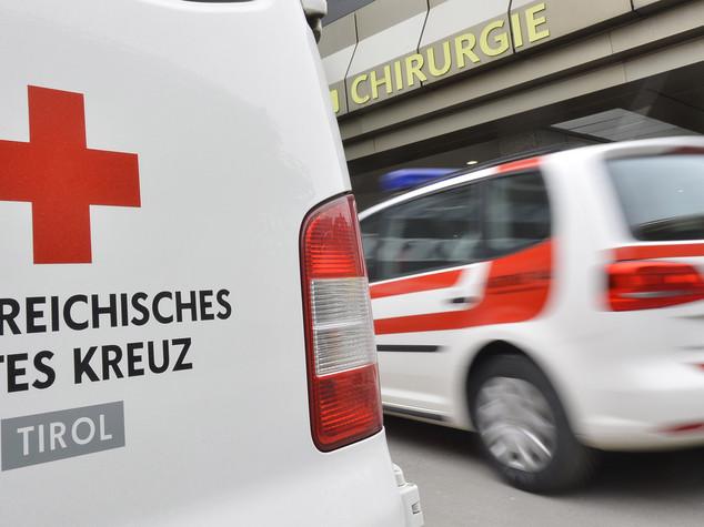 Austria: accoltella due persone in treno, arrestato