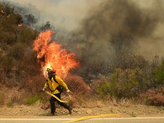 Incendi: rogo in California, evacuate 80mila persone a est di Los Angeles
