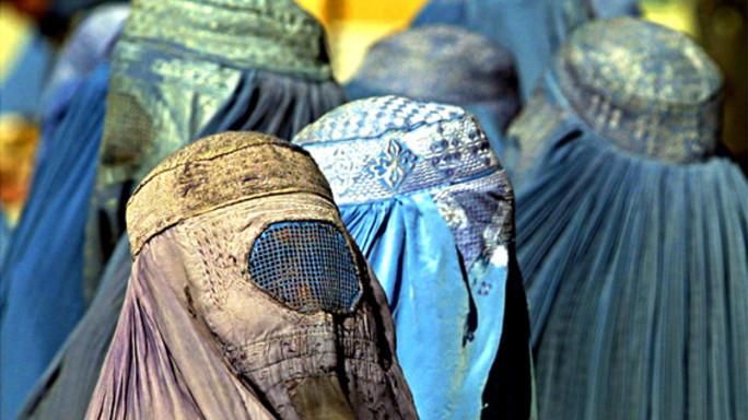 Camera bassa svizzera approva divieto burqa