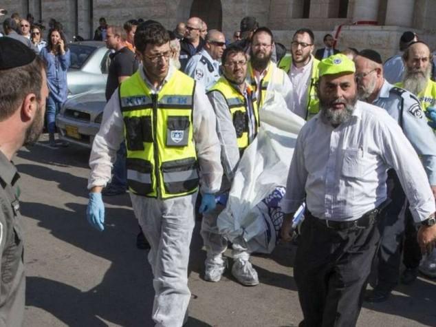 Strage in sinagoga a Gerusalemme, uccisi 4 rabbini