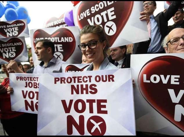 Vince il no, doccia scozzese su secessionisti. Salmond si dimette