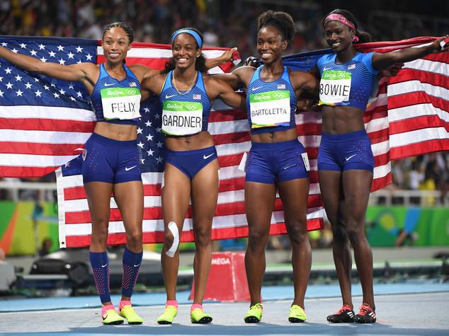 Atletica 4x100 donne, oro alla staffetta statunitense