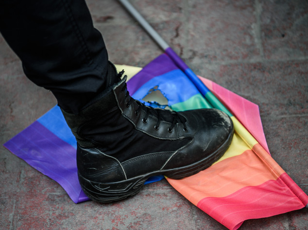 Ragazzo gay aggredito a calci a Roma