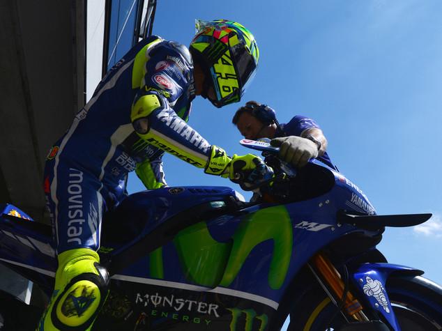 Crutchlow trionfa a Brno, Rossi secondo in rimonta