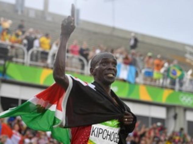 Maratona, oro al keniano Kipchoge