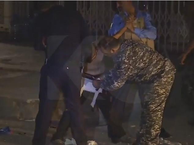 Bloccato in Iraq piccolo Messi con la cintura da kamikaze - VIDEO