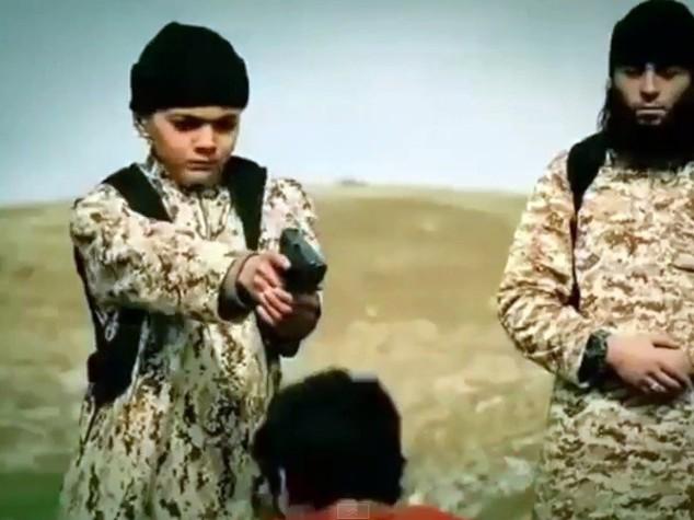 Isis, in video 5 bambini uccidono prigionieri curdi