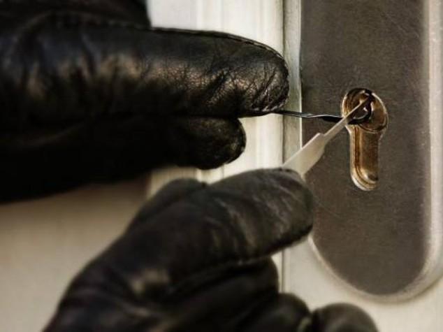 Sicurezza: tentano furto mentre proprietario e' in casa,arrestate