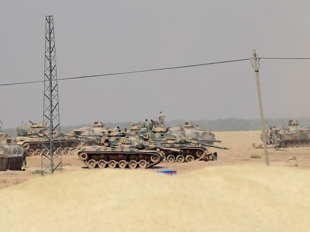 Turchia, evacuata citta' a confine con Siria