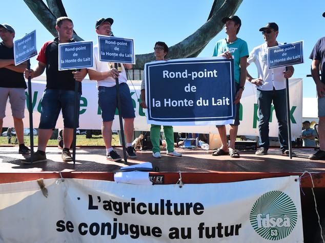 Lactalis: protesta, giovedi' a Parigi incontro azienda-produttori