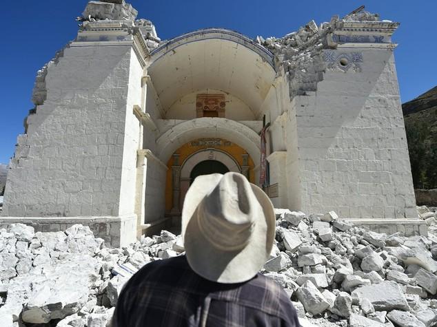 Terremoto, non mandate cibo e vestiti: contribuite con l'SMS solidale
