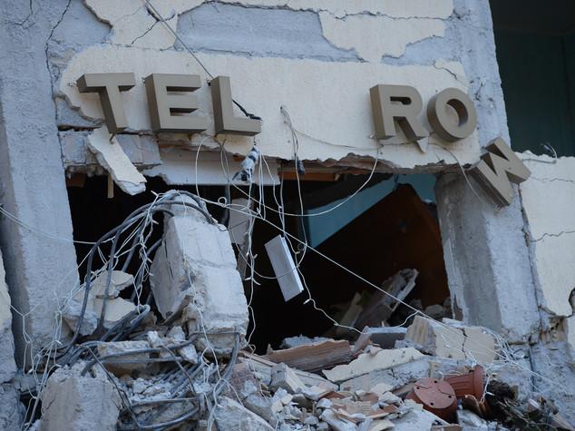 Nuove scosse, individuati 3 corpi sotto l'Hotel Roma