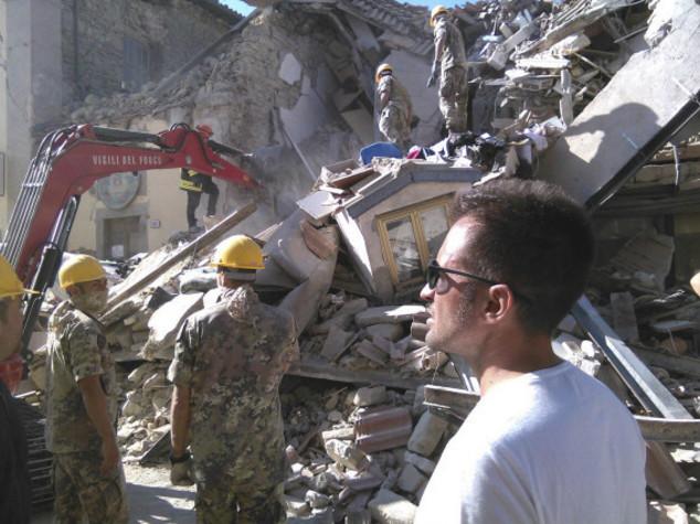"""Terremoto, politica piange. Mattarella """"paese unito"""""""