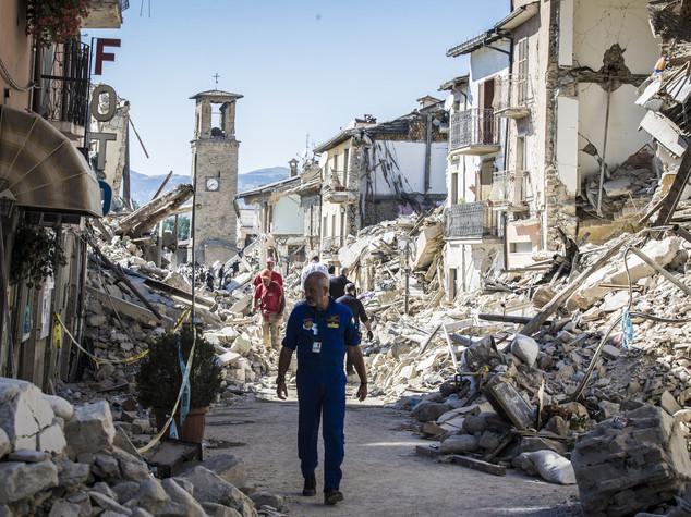 Sisma, 250 i morti. Renzi, ricostruzione è priorità