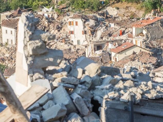 Sisma, almeno 250 morti. Renzi, 50 mln e blocco tasse
