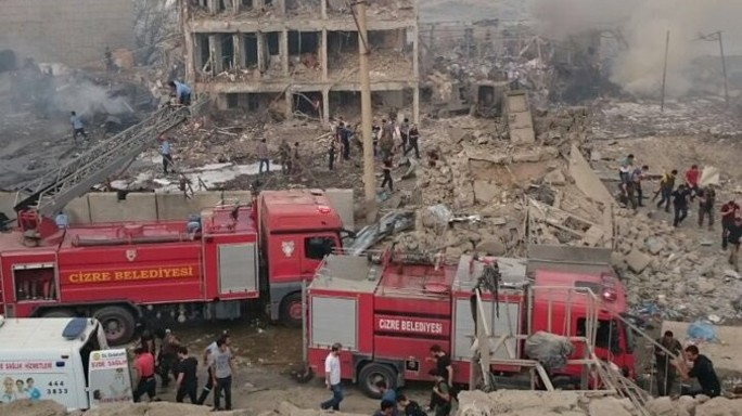 Autobomba contro polizia turca nel sud-est, 11 morti