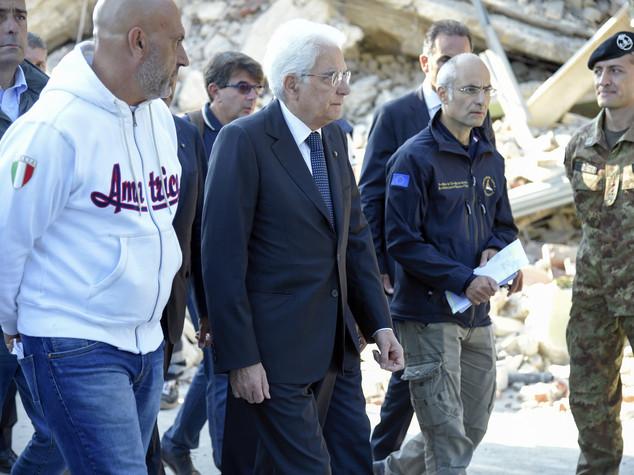 """Terremoto, Mattarella """"migliori energie per la ricostruzione"""""""