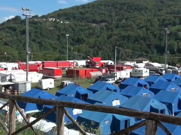 "Renzi visita tendopoli Norcia ""Umbria gente indomita"""