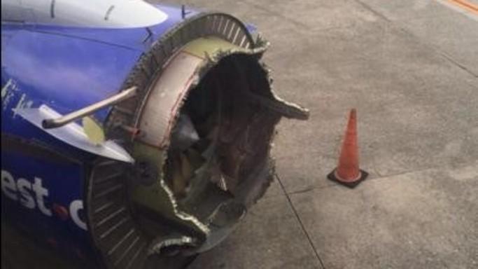 Si stacca pezzo di motore, paura su Boeing 737 in Florida