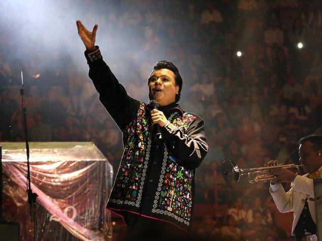"""Addio a Juan Gabriel, l'""""Elvis Presley messicano"""""""