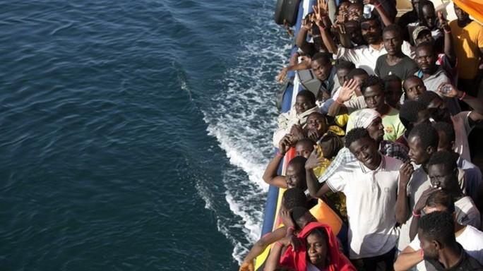 Gli oggetti che raccontano l'odissea dei migranti. In mostra