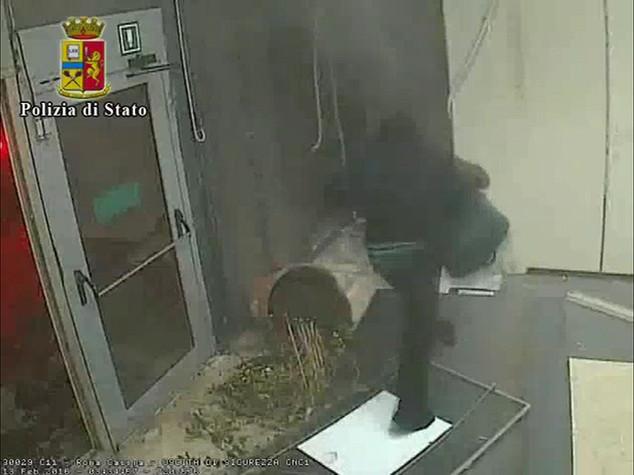 Assaltavano bancomat con esplosivo, 6 arresti