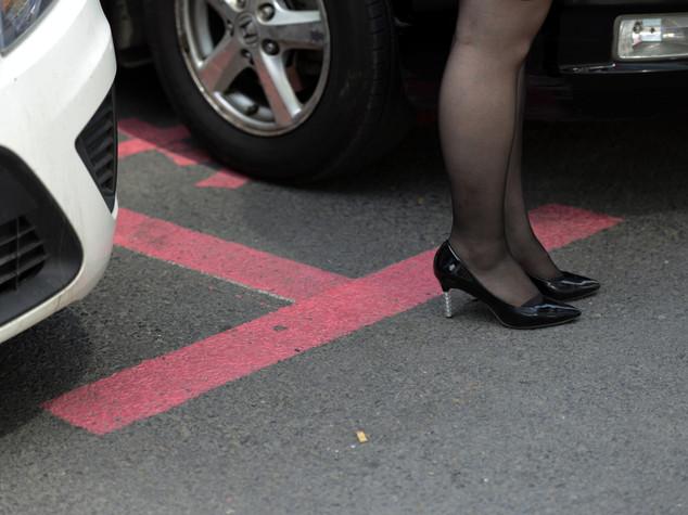 Emirates: women to get their 'pink' parking spaces in Abu Dhabi