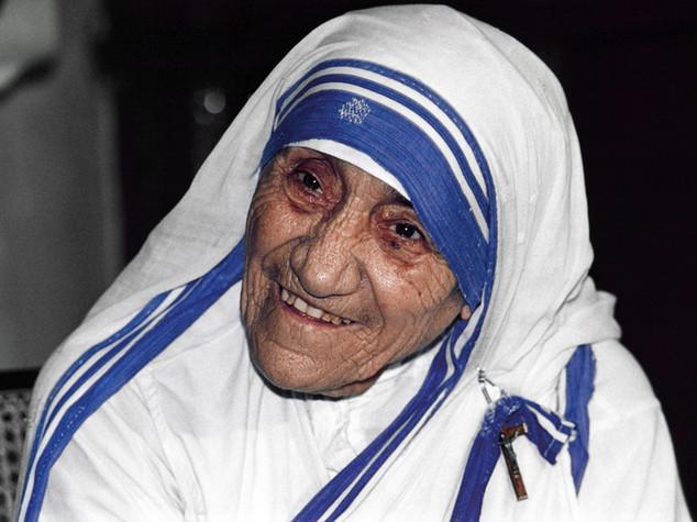 "Papa, ""Madre Teresa sarà santa. Lo merita!"" -  FOTO"