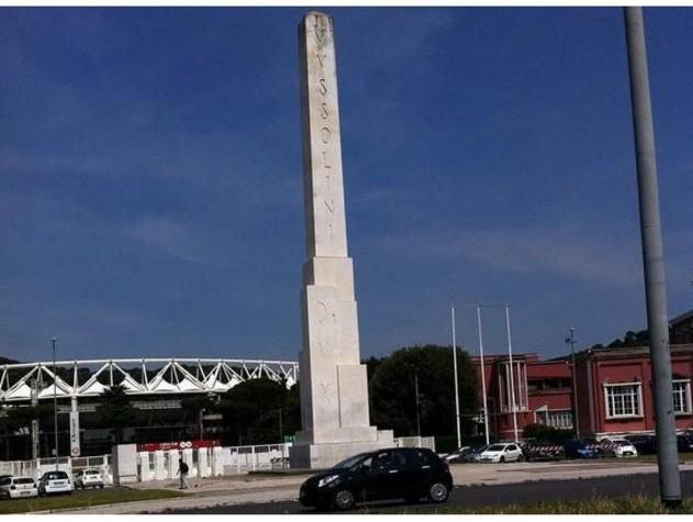 Roma, scoperto 'elogio al fascismo' nascosto sotto obelisco Foro Italico