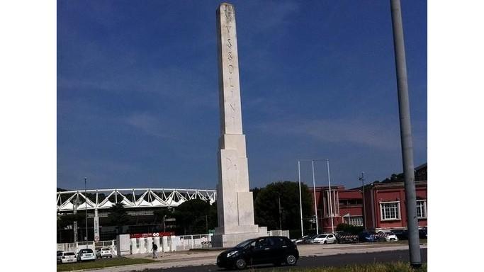 Messaggio nella bottiglia di Mussolini nascosto sotto l'obelisco