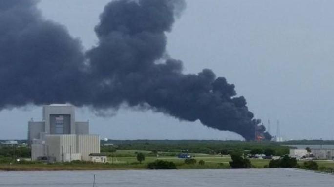 Cape Canaveral, esplode sulla rampa  razzo SpaceX - VIDEO