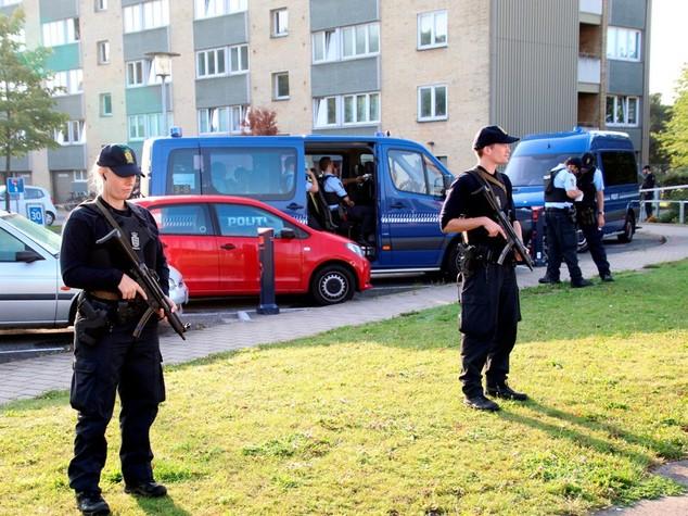 Danimarca, 25enne spara contro poliziotti, Isis rivendica
