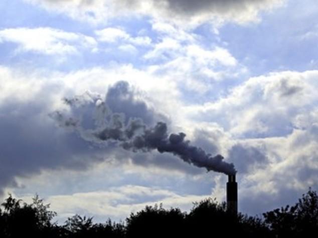 """Trumpfirma il decreto sul clima. Così finisce la """"guerra al carbone"""""""
