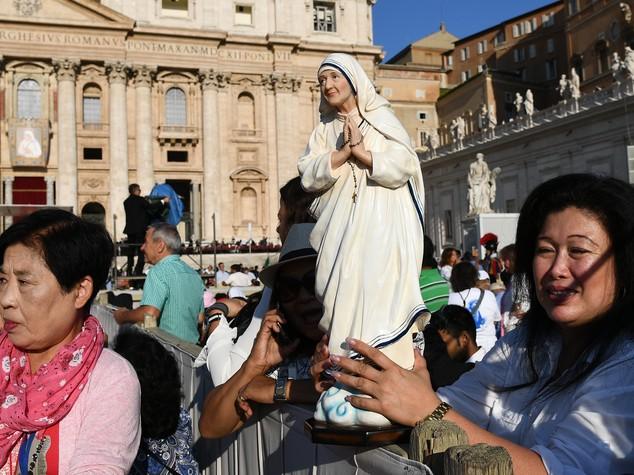 """Madre Teresa Santa, Francesco: """"Ha denunciato i forti della terra"""""""