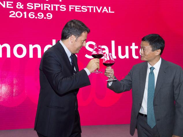 Renzi con Alibaba lancia il vino italiano in Cina - VIDEO