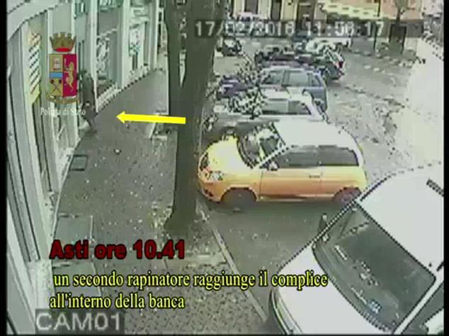 Rapina in banca ad Asti con sequestro, 7 arresti
