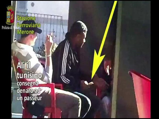 """""""Favorivano l'immigrazione clandestina"""", 21 arresti in tutta Europa - VIDEO"""