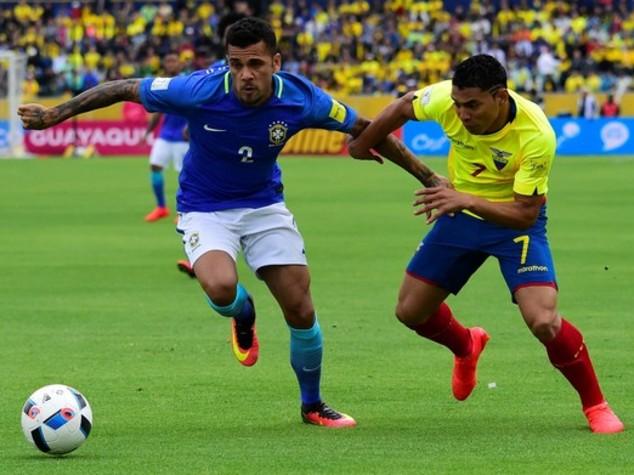 Brasile, Dani Alves capitano con Colombia