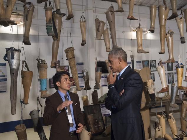Obama in Laos visita vittime di bombardamenti Usa