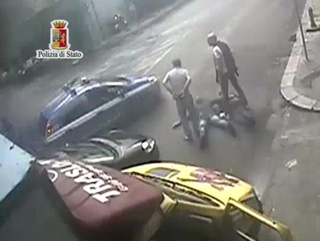 Palermo, assalto a furgone di sigarette. Caccia ai 4 del commando
