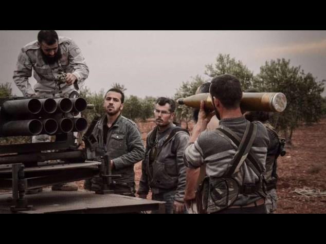 Isis: jihadisti intensificano attacchi a aeroporto Deir Ez Zour