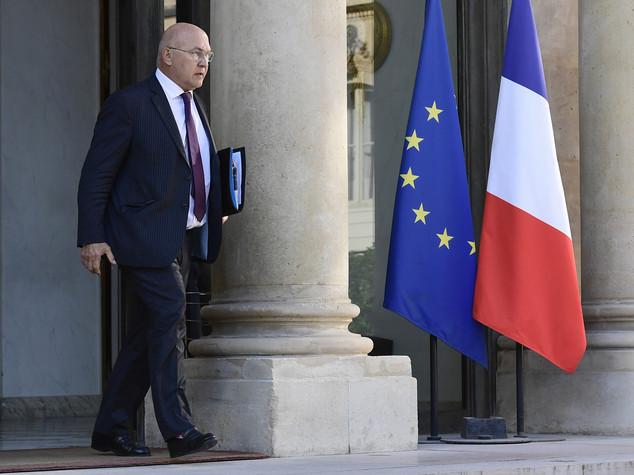 Francia: Hollande verso voto, tagli fiscali a famiglie e imprese