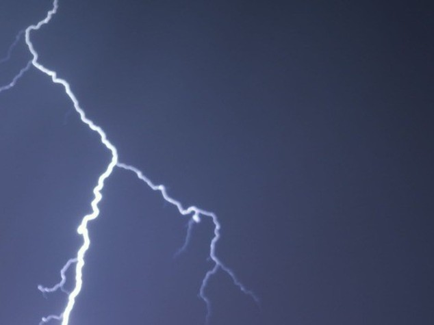Due uomini colpiti da fulmine a Roma, sono gravi