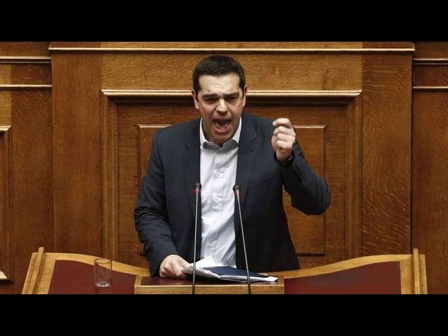 """Tsipras a Berlino, """"pagate i danni di guerra o confischiamo i beni"""""""