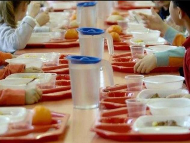 I genitori non pagano la mensa, bimbi allontanati da scuola
