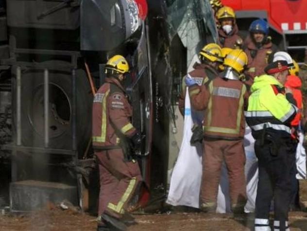 Barcellona, bus diretto all'aeroporto finisce fuori strada 24 feriti