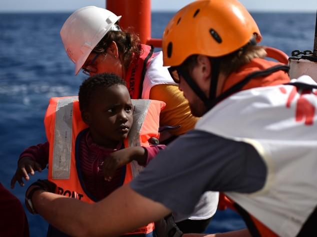 Migranti: sbarcati a Brindisi in 348, anche 5 donne incinte