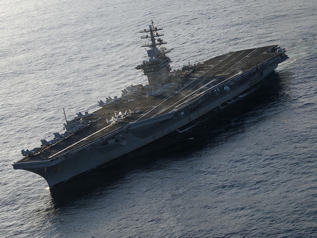 Fiocco rosa su portaerei anti-Isis, una militare partorisce a bordo