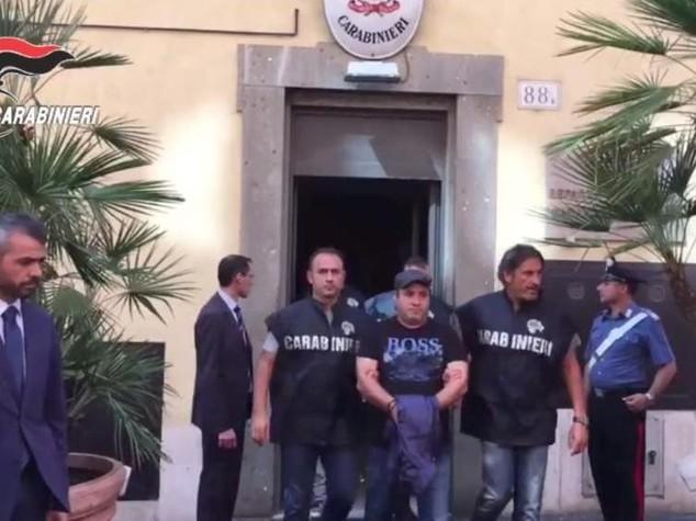 Presi 2 latitanti camorristi, 'covo' vicino a Roma - Video